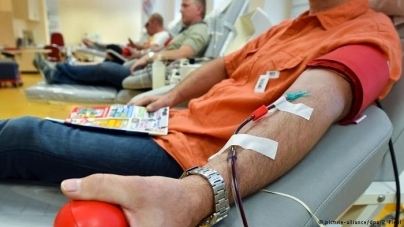 Union Europea prohibe donar sangre a los gays