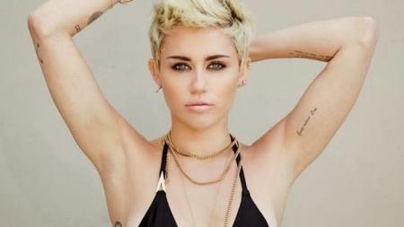Miley Cyrus no se reconoce como MUJER ni como HOMBRE.