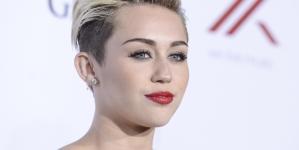 Miley Cyrus se burla del trasero de Justin Bieber