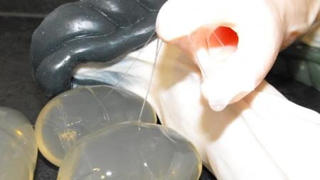 Ovipositor, el vibrador que te deja huevos en el culo