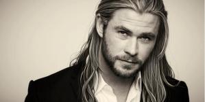 Chris Hemsworth, luciendo pectorales