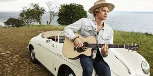 Cody Simpson muestra el culo en Instagram