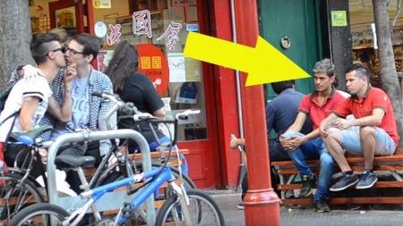 ¿Cómo reaccionan los argentinos al ver una pareja gay besándose?