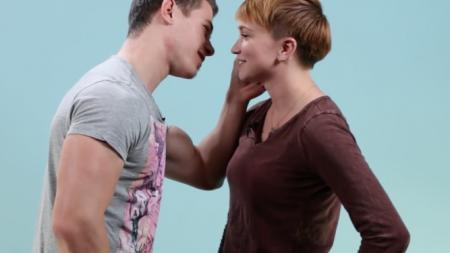 Lesbianas besando a hombres por primera vez