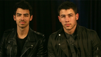 Nick Jonas y Joe Jonas acaban juntos en un club gay