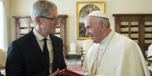 Italia: El Papa Francisco y Tim Cook se reúnen en el vaticano