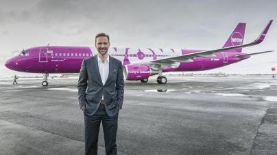 Islandia: Un avión rosa de la aerolínea WOW