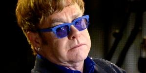 Elton John es demandado por supuesto acoso a un guardaespaldas