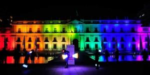 Chile: El Palacio de La Moneda se ilumina con el arcoíris en rechazo a la homofobia