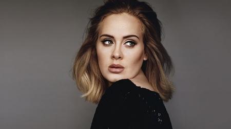 Adele ofreció su vientre a pareja homosexual