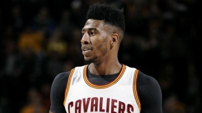 Basquetbolista de la NBA se toma selfie y deja traslucir su pene