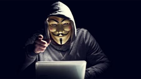 Anonymous 'hackea' con contenido gay y pornografía las cuentas de Twitter del Estado Islámico