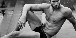Franco Noriega nos muestra como hacer un pudín de chía semi-desnudo