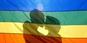 Indonesia: Pareja gay es arrestada por mostrar su amor en Facebook