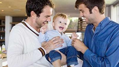 Australia: El estado de Queensland legaliza la adopción gay