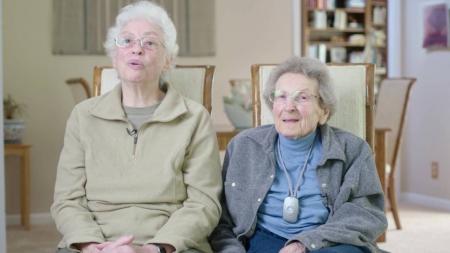 Lennie y Pearl llevan 50 años juntas y luchan por poder casarse
