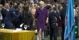 Brasil: Contra la homofobia, luce espectacular vestido en graduación