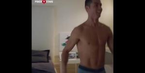 Cristiano Ronaldo aceptó reto y jugó en ropa interior para PokerStars