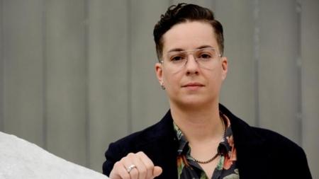 España: Profesor transexual Diego Marchante logra cambiar su nombre