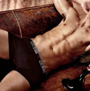 Joe Jonas se quita la ropa y lo muestra todo para la nueva campaña de GUESS
