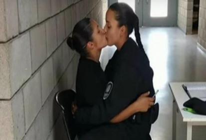 Argentina: Dos policías lesbianas expulsadas por un beso