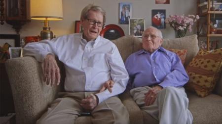 Una pareja gay celebra 55 años juntossss en este comercial de Sweethearts por San Valentin