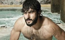 El actor Antonio Velázquez al desnudo en la pelicula Cuatro Lunas