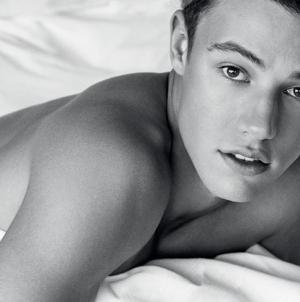 Cameron Dallas y su sexy sesion para la revista GQ Portugal