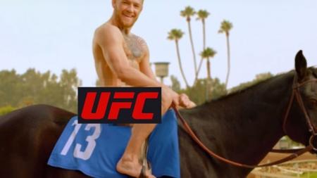Conor McGregor desnudo montado sobre un caballo