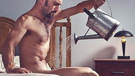 ¿Por qué los hombres tienen erecciones matutinas?