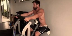 Chris Hemsworth sube video a Instagram haciendo ejercicio