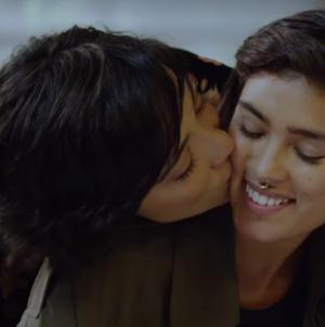La marca mexicana Paruno lanza comercial en pro del orgullo con una pareja gay