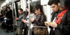 Estudio confirma que las redes sociales te hacen sentirte más solo