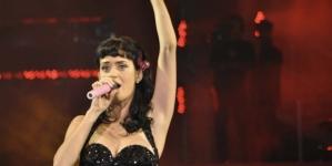 Katy Perry confiesa que no la dejaban hablar con homosexuales de niña