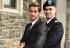 Pareja gay se hace viral por fotos románticas de la graduación de la Armada