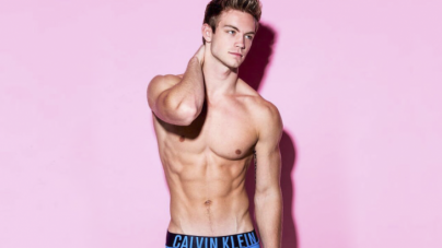 Dustin McNeer desnudo en programa de MTV  Spring Break With Grandad