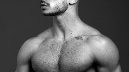 El modelo Paolo Bellucci totalmente desnudo