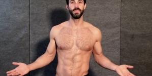 Drake Abshire, El reportero fitness sube nuevo vídeo de ejercicios en boxer