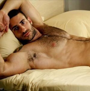 Eliad Cohen luce su cuerpo en H Magazine