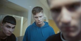 Campaña de Lynx les dice a los hombres que está bien experimentar con otros chicos
