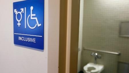 USA: Prohiben baños para personas transgénero en Texas