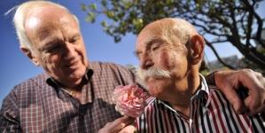Los adultos mayores gays con pareja son más felices y saludables