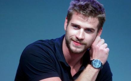 Liam Hemsworth en poca ropa