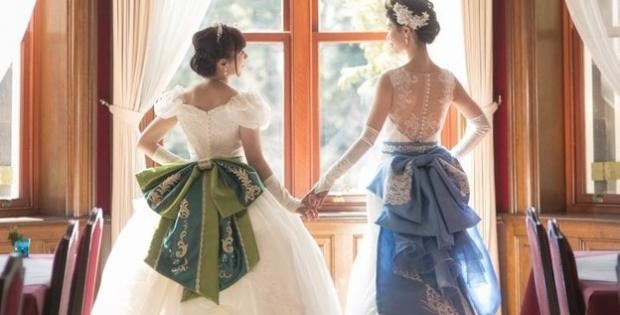 Novias japonesas tienen una boda de cuento de hadas