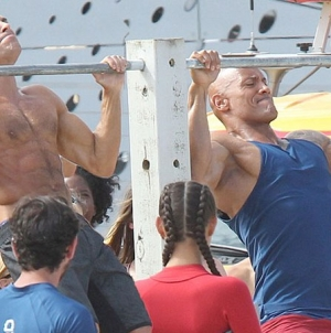 El beso gay de Zac Efron a The Rock
