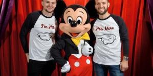 Adorable propuesta de matrimonio en el orgullo mágico en Disneyland París