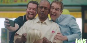 Padres gays protagonizan nuevo comercial de pañales