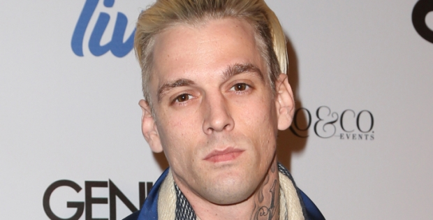 Aaron Carter termina llorando en un bar gay