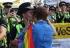 Mujer le propone matrimonio a su novia policía en el Pride de Londres