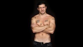 El actor argentino Juan Manuel Martino desnudo en el film Taekwondo